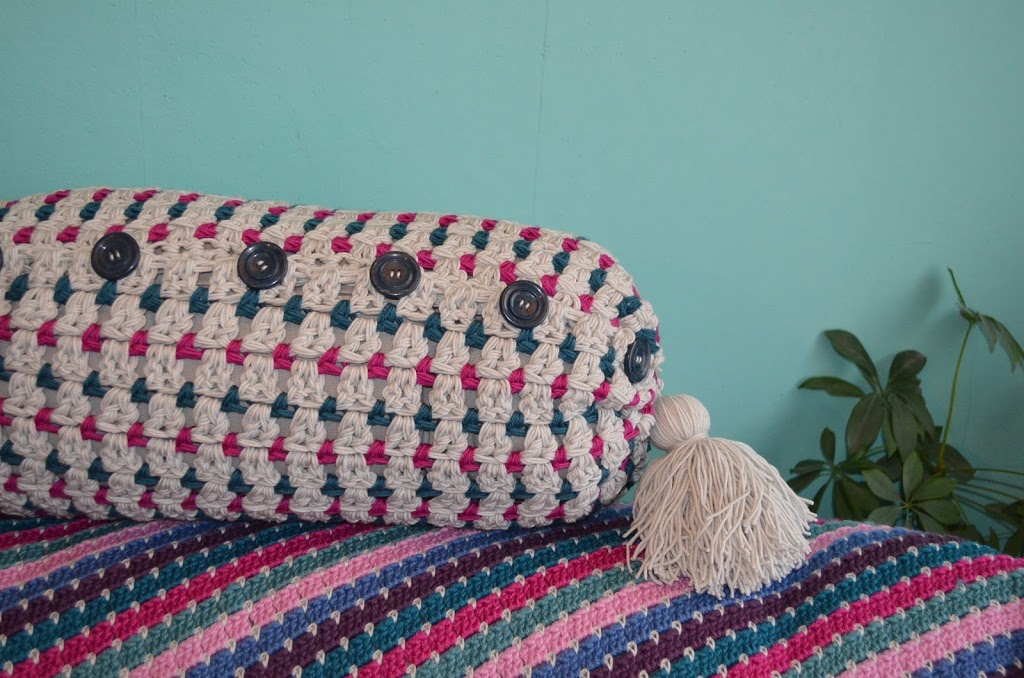 The Pillow Kussen : Crochet a cable pillow free pattern yarnplaza for